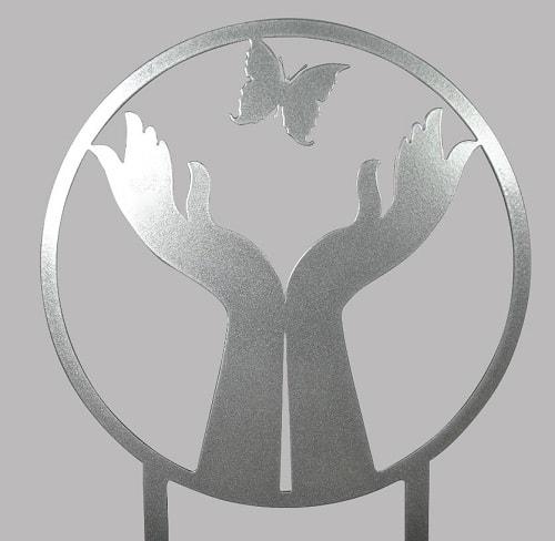 gedenkurn-handen-vlinder-asbeeld-kopen